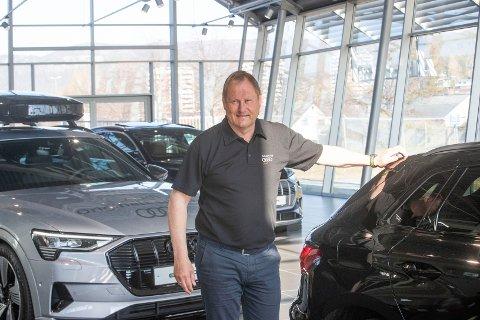 EN MERKEDAG: Håvard Grønberg har forberedt seg til en travel dag som bilselger i dag når den nye Audi Q4 e-tron kommer på markedet.