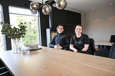 EGEN BOLIG: Jan Victor Andresen (23) og Mariell Berg (22) har kjøpt seg nybygget bolig i Åmot. De flyttet inn for tre uker siden.