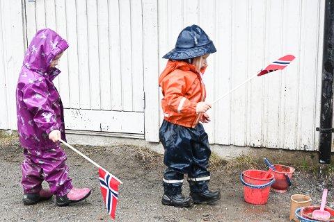 17. mai: Disse barna i Brunes naturbarnehage tok feiringen litt på forskudd i år på grunn av korona. På nasjonaldagen gjelder litt andre regler.