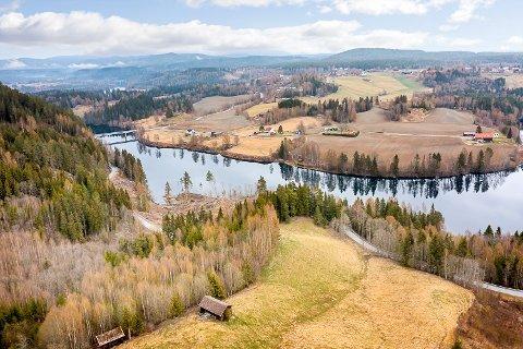 SNARUMSKLEIVA: Denne eiendommen på 46 mål i Snarumskleiva, med flott utsikt mot Norefjell kan bli din for én million kroner.