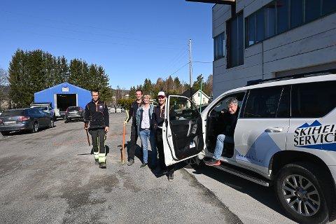 SYSLE NÆRINGSSENTER: Joakim Thoen (f.v.), Tom Robin Ek, Linda Arneberg, David Strand og Stein Strand i Skiheisservice AS, har lager og verksted i Sysle Næringspark.