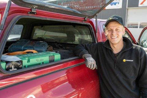ENDRER UTDANNING: Fredrik Strand (24) skal bli taktekker og har fått ny jobb hos Euro Blikk & Tak.