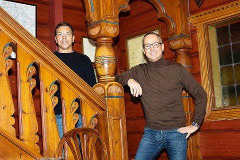 SATSER HELT NYTT: Kenneth Kvam (f.v) og Morten Leite åpner 18. juni for privatmarkedet. Nå kan folk flest booke herregårdsferie hos dem.