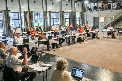 AVSTEMMING: Arbeiderpartiets utbrytere og ordfører Knut Martin Glesne var blant de ti som stemte for skole på Noresund.