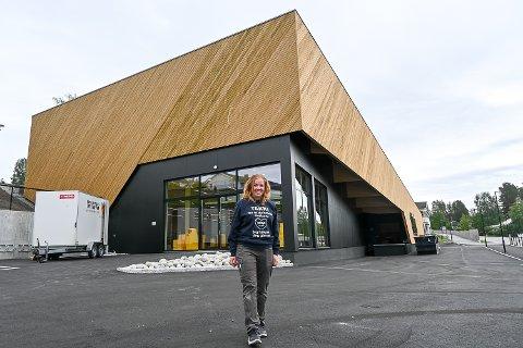 FORBILDEBUTIKK: – Torsdag åpner vi dørene igjen. Jeg gleder meg stort nå til å vise fram den flotte forbildebutikken vi har fått, sier en stolt butikksjef Lise Engen Skinnes.