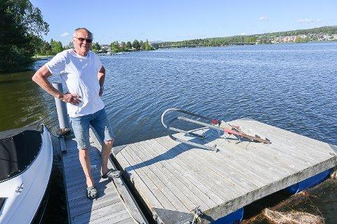 FLYTEBRYGGE: – Savner du denne brygga, er det bare å ta kontakt med meg, sier Knut Lieng.