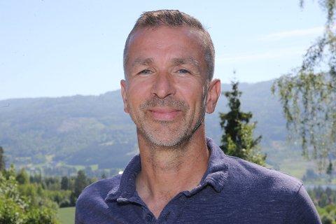 15 KJAPPE: Eirik Roness er volleyball-entusiast fra Vikersund.