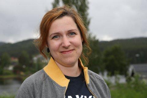 15 KJAPPE: Tina Nikolaisen jobber på den nye COOP Prix-butikken på Krøderen.