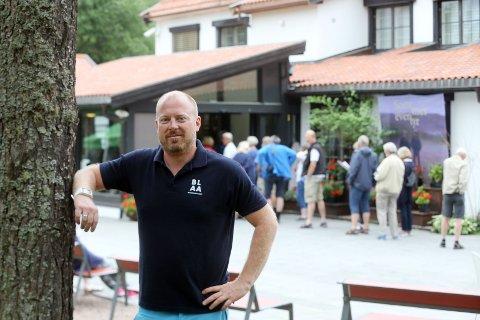 TRENGER FOLK: – Vi trenger vertskap som skal gå rundt og snakke med gjestene, sier Christian Haugen på Blaafarveværket.