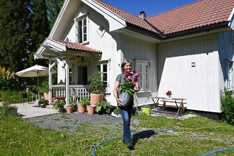 FLYTTER HIT: Jeanette Grønli flytter til Påls på Øst-Modum 15. august.