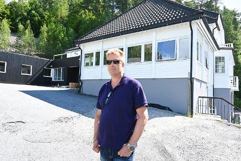 INNBRUDD: Torsdag morgen kunne Lars Petter Larsen, som er involvert i oppussingen av Kongsfoss pensjonat,  slå fast at tyver har vært på ferde i løpet av kvelden eller natten.