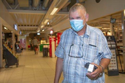 ENKELT VALG: – Jeg er fullvaksinert, men kan bli smittet - og smitte andre. Å bruke munnbind er et enkelt valg, sier Egil Runhovde fra Åmot.