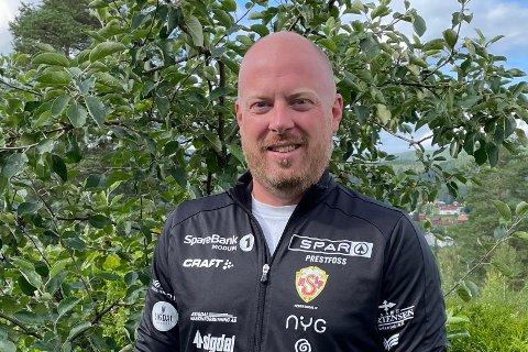 15 KJAPPE: Christian Haugen fra Prestfoss er marked- og administrasjonsmedarbeider på Blaafarveværket - og fotballinteressert på fritida.