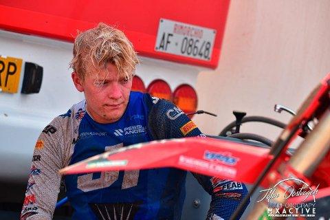 TØFT LIV: En motocrosskjører må være forberedt på å få nok av smeller mot kroppen. Nakken til Kevin Horgmo fikk gjennomgå i helgen.