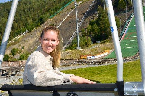 SØKER UNGDOM: Heidi-Marie Gunnerød er på jakt etter ungdom og unge voksne som ønsker å være frivillige under VM i Vikersund.