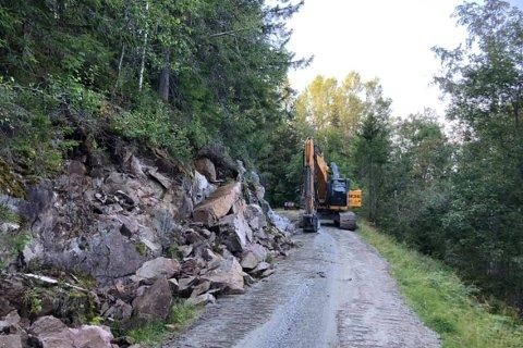 UTBEDRET: Breiliveien har blitt utvidet og utbedret ved Fossberget. Nå er arbeidet avsluttet og veien åpen igjen.