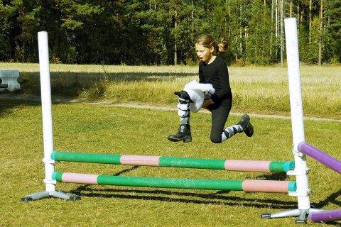 MORO FOR ALLE: Søndag er det lokalkjøring på Modum travbane ved Modum Bad i Vikersund. Der blir det også arrangert leker for barn og unge.