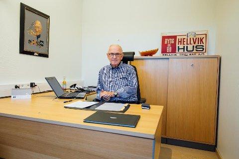 BEBUDET AVGANG: Harald Henriksen bebudet sin avgang da han fikk Dalane-prisen som han har hengende på kontoret.