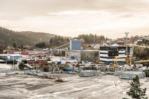 Bertelsen & Garpestad trenger mer areal og har gjentatte ganger søkt kommunen om å få kjøpe et areal i sjøen utenfor anlegget på Hovland. Også denne gang fikk selskapet nei.