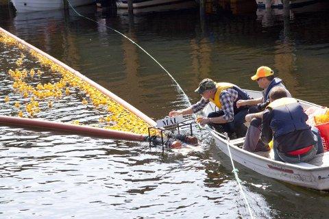 AVLYST: Det er for lite vann i elva til å arrangere andeløp, har det vist seg. Bildet er tatt under Eiger FK sitt andeløp i 2012.