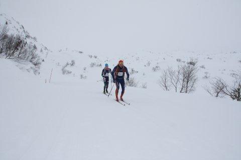 Jakob Odland (bakerst) blei best av dalbuane i årets Sesilåmi. Her er 16-åringen mellom Heigrefoss og Ognhedlar og nærmar seg siste matstasjonen før mål.