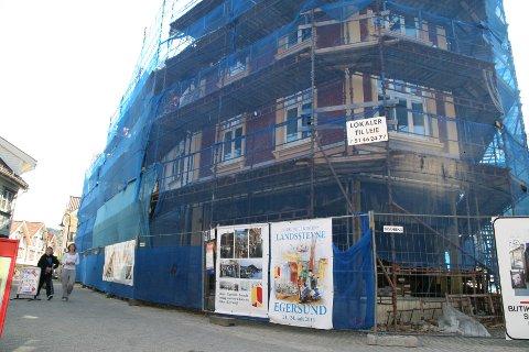 Hegdalgården skal vera ferdig seinast 1. august. I god tid før den tid håper huseigar å ha på plass leigetakar til det 400 kvadratmeter store butikkarealet i første etasje.