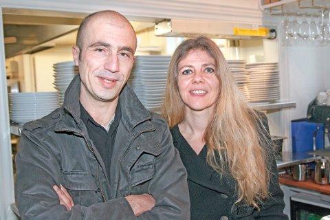 Martha Skåra og Athanasios Bozania starter Ristorante Oliveto i Strandgaten i Egersund.