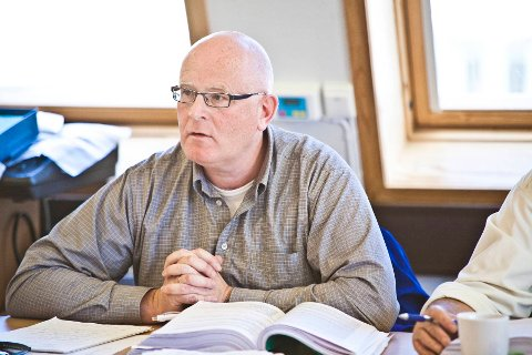 Arne Stapnes, Høyre.