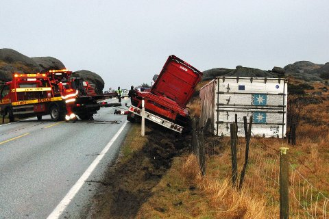 MANGE UTFORKJØRINGER: Politiet har i perioden 1992 til 2012 registrert 24 personskader på strekningen mellom Hellvik og Sirevåg. Det har også vært mange kjøreuhell uten personskade. Dette bildet er fra en utforkjøring i februar 2008.