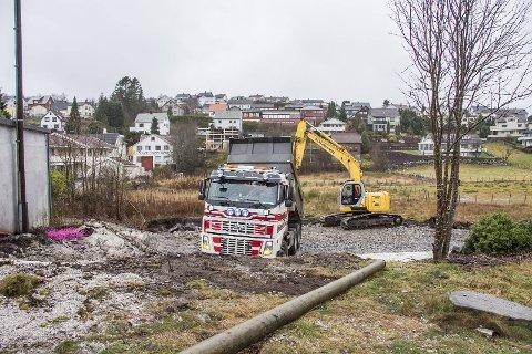 INN FRA NYEVEIEN: Veien inn til det nye feltet anlegges fra Nyeveien.