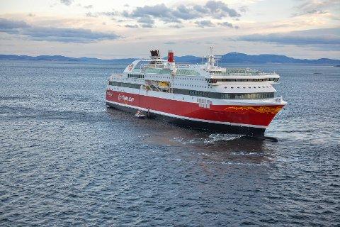"""MS """"Bergensfjord"""" seiler tirsdag fra Bergen Group Fosen til Hirtshals for siste finpussen før den siste av de to nye ferjene skal i trafikk mellom Norge og Danmark."""