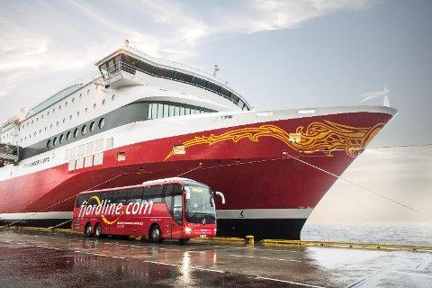 VIL BUSSE EGNE PASSASJERER: Fjord Line vil gjøre det enda enklere for kundene å komme til ferjeterminalen. Derfor starter de med egen Fjord Line-buss.