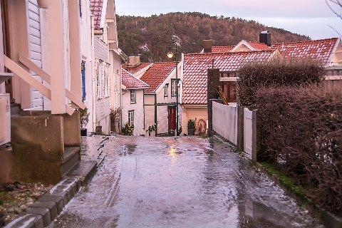 GLATT: Det er glatte veier i distriktet mandag. Bildet er fra arkivet.