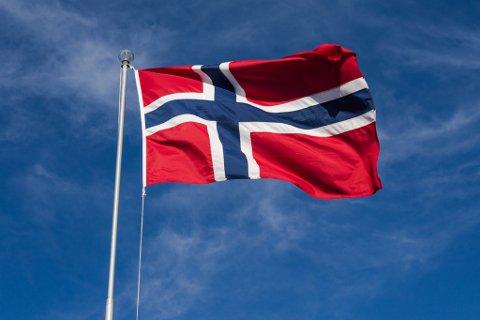FLAGG OG FANFARE: Vi må minne hverandre på hvor viktig det er med et godt organisert arbeidsliv og dyktige tillitsvalgte. Vi har heldigvis gode sosiale ordninger og en sterk offentlig sektor i Norge, sier Ragnfrid J. Skavland, leder av 1. mai-komiteen i Egersund.