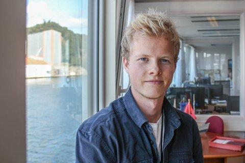 HAVNEKONTROLLØREN: Tomas Midbrød (22) stortrives i sommerjobben på havnekontoret. Men allerede i august byttes den lille havna i Egersund ut med nye utfordringer i en av verdens største naturlige havner: New York.