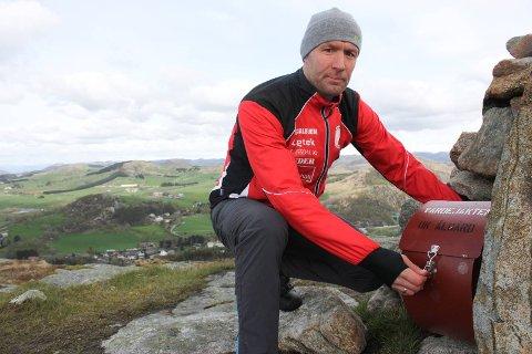 GIR IKKJE OPP: Rennleiar Ørjan Ravndal vel å tru at vinteren snart melder seg, og at alle som vil delta på årets Sesilåmi, dermed får god anledning til å trena på ski, ikkje bare med rulleski og joggesko.
