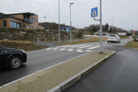 STOPP PÅ LEIDLAND: Gang- og sykkelvegen stoppar i dag ved innkøyringa til Leidlandshagen.