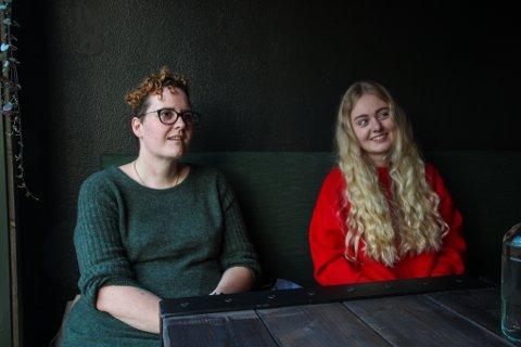 SPEED-DATING: Camilla Refsland (31) og Ekaterina Chekanova (26) er enige om at det er viktig å stille opp for kommunen. Samtidig vil de gjerne bli kjent med nye mennesker - og kanskje en ny flørt.