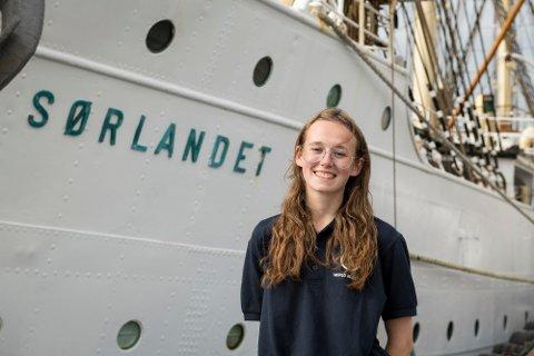 PÅ SJØEN: Elisabeth Lædre Puntervold er elev ved A+ World Academy.