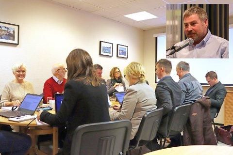 BLIR SAK FOR STATSFORVALTEREN: Kontrollutvalget i Eigersund sitt nye reglement inneholder et punkt Roald Eie (innfelt) og Fremskrittspartiet mener er lovstridig. Bildet er fra et møte i kontrollutvalget i desember 2019, mens Gro Anita Trøan fortsatt var rådmann.