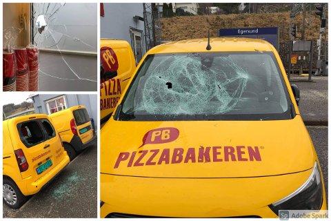 HÆRVERK: Biler, dører og vinduer ved togstasjonen har blitt utsatt for hærverk natt til søndag.