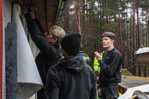 REALKOMPETANSE: 11 Bygg UB skifter kledning på Jeger- og fiskerforeningen si hytte på Øygreid.