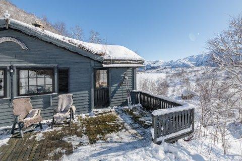 BODRUNDE: Denne hytta på Stavtjørn blei sett ned i pris. Men då snøen kom på nyåret, blei det bodrunde. Hytta gjekk for 1,9 millionar kroner, nesten like mykje som det første prisforslaget.
