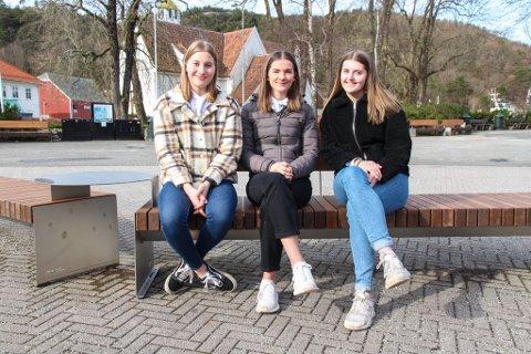 KOMITEEN: Maria Svanes Sæstad (18), Thea Sleveland (18) og Cecilie Hetland Aamodt (18) utgjør årets russekomité for innsamling til Krefttak mot kreft.