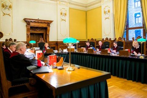 EN GANG TIL? Høyesterett, på dette arkivbildet samlet til en såkalt behandling i storkammer med elleve dommere, har tre ganger tidligere sendt Slettebøsaken i retur til lagmannsretten.