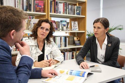LANSERER MASTERSTUDIUM: Håvard Hansen og Irene Grastveit er initiativtakere til et nytt studium i praktisk ledelse. Gudrun Ellingsen ved Dalane utdanningssenter kaller det en gavepakke til senteret.