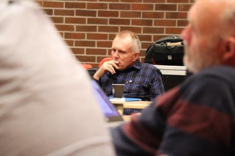 BETENKT: Leder for kontrollutvalget i Sokndal, Kjell-Ivar Nesvåg (H), var betenkt underveis i debatten om alternativer for å følge opp arbeidsmiljøet i kommunen.
