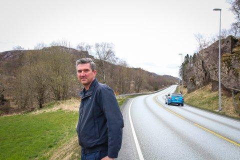 HER VIL ORDFØREREN HA NY VEI: West Link-forbindelsen mellom Sleveland og Saglandsvatnet er den beste korridoren for en ny tilførselsvei, mener Odd Stangeland (Ap). Han har hele regionen i ryggen når han nå retter krav til Kommunal- og moderniseringsdepartementet.