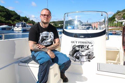 SKAL TILBY GRATIS FISKETURER: Martin Holloway er opptatt av lokal fiskekultur. Nå starter han opp gratis fisketurer for barn og unge. Håpet er at tilbudet kan skape samhold unge fiskere imellom, og en mulighet for unge til å komme seg ut i frisk luft.