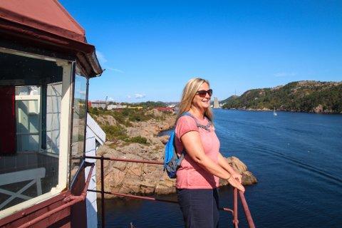 EI PERLE AV EN PLASS: Kari Snerthammer er dypt imponert over jobben stiftelsen Vibberoddens venner har lagt ned på fyret.
